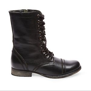 Steve Madden black combat TROOPA boots. Size 6.5